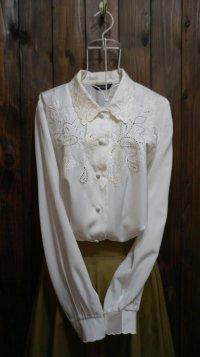 無地 白 長袖 ブラウス スカラップカラー 刺繍 [15407]