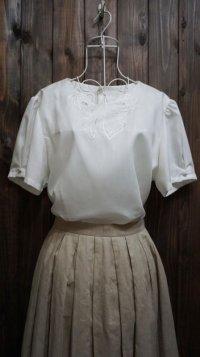無地 白 半袖 ブラウス レース  リボン刺繍 パフスリーブ[11186]