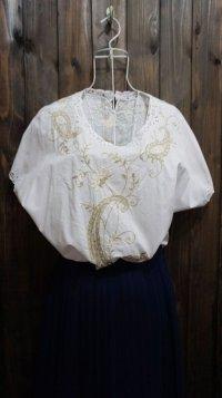 無地 白 半袖 ブラウス お花 ペイズリー 刺繍 レース ノーカラー [11241]