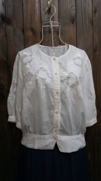 無地 コットン 白 半袖ブラウス 刺繍 [11297]