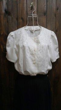 無地 白 半袖ブラウス  刺繍 [11303]