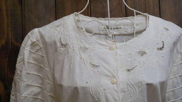 画像2: オフホワイト 半袖 コットン ブラウス 花刺繍[11363]