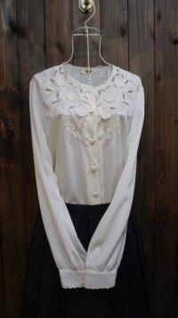 白 長袖 ブラウス ノーカラー お花 刺繍 [15590]
