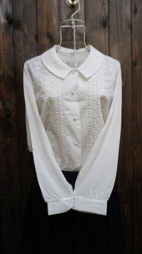 白 長袖 ブラウス ピーターパンカラー 花刺繍[15879]