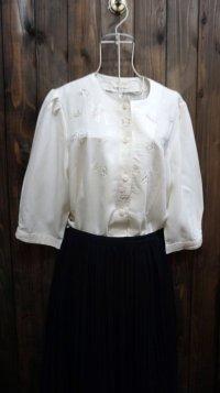 無地 白 半袖 ブラウスノーカラー 刺繍 [11548]