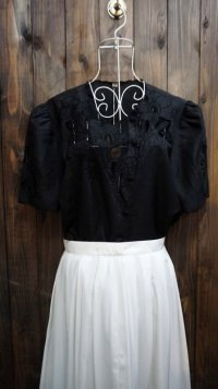 無地 黒 半袖 ブラウス ノーカラー 刺繍[11648]