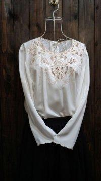 白 長袖 ブラウス ノーカラー 刺繍[15970]
