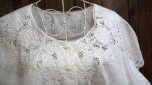 他の写真1: 白 半袖 コットン ブラウス レース ノーカラー[11663]