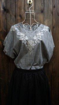 グレー系 半袖 コットン ブラウス ノーカラー 刺繍[11666]