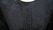 他の写真1: 花柄 ブラック 半袖 レトロワンピース ノーカラー プリーツ[52891]