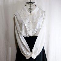 無地 白 長袖 ブラウス レギュラーカラー 花柄刺繍[16348]